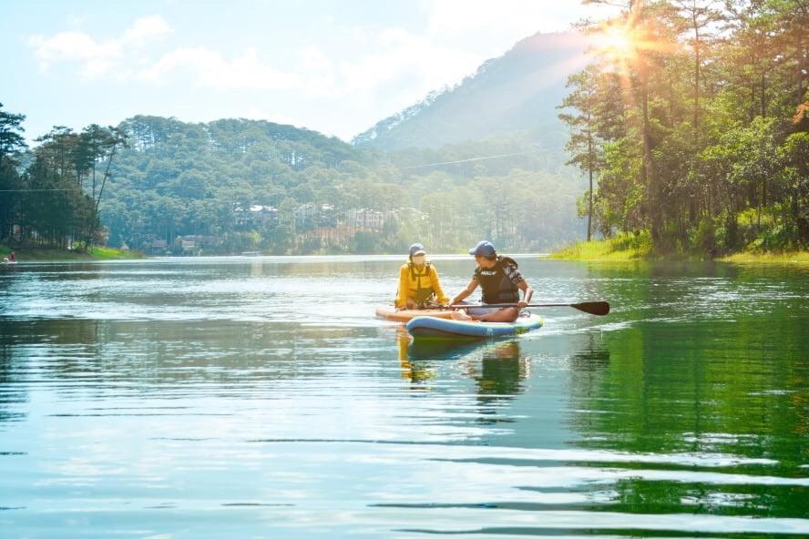 Chèo Sup Hồ Tuyền Lâm